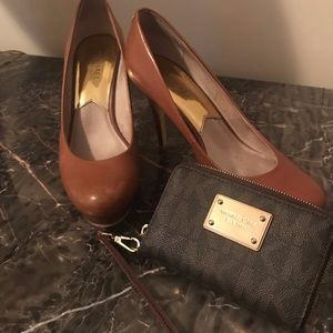 Michael Kors Tan pumps and zippered wallet